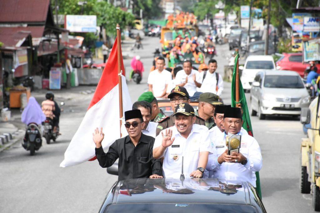 Selesai Upacara, Piala Adipura Diarak Keliling Kota Bangkinang