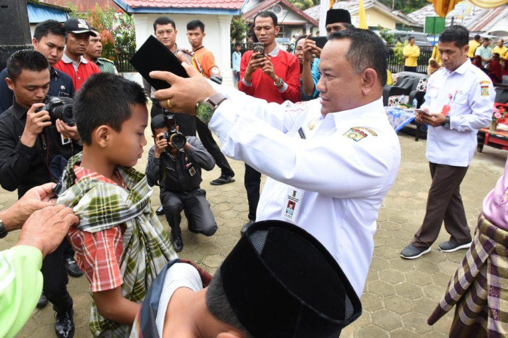 Sekda Kampar Buka Bhakti Sosial Masyarakat Padati Pelayanan Kesehatan di Lubuk Siam Siak Hulu