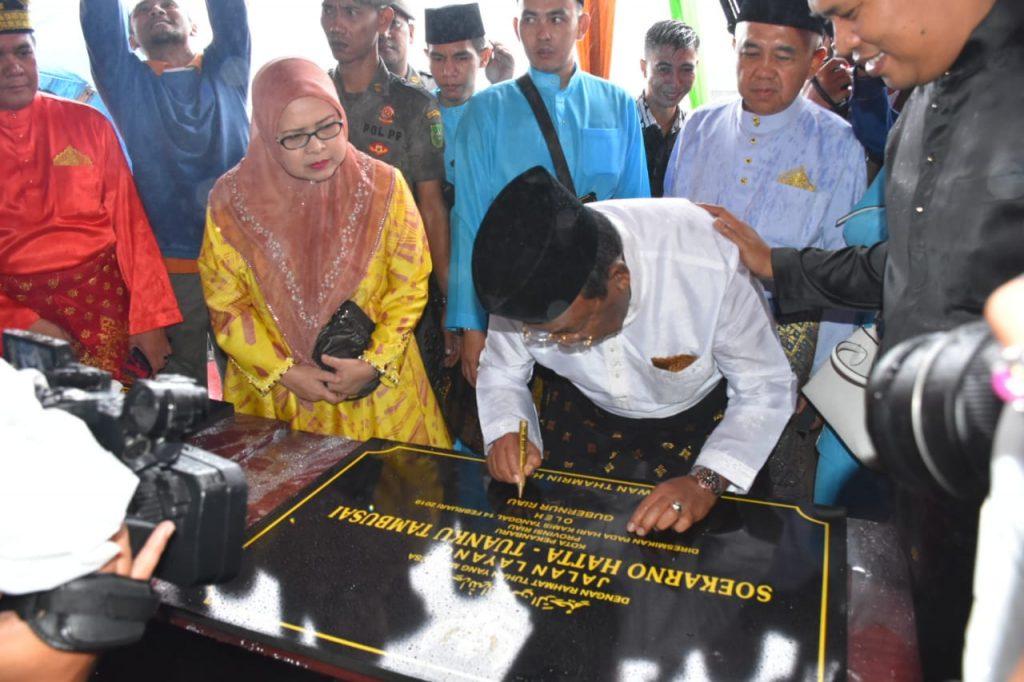 2 Prasasti Fly Over Ditandatangani Sekaligus Jembatan Siak IV Diresmikan Gubernur Riau