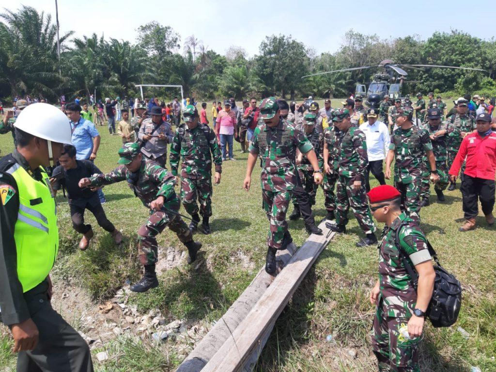 Dandim 0303/Bengkalis, Menyambut Kedatangan Panglima TNI di Pulau Rupat
