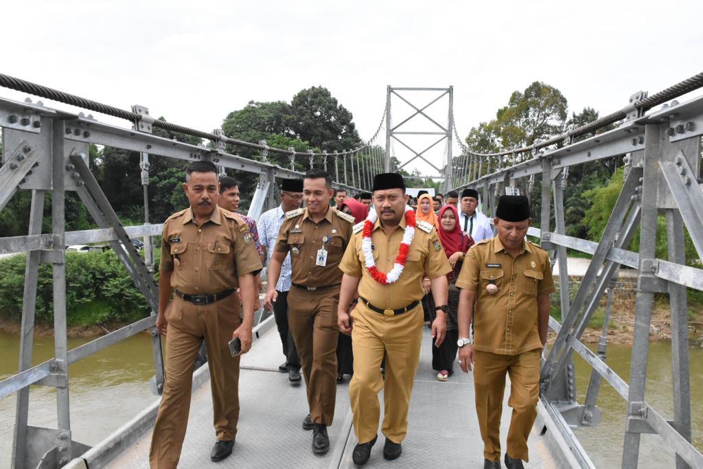 Masyarakat Desa Pulau Rambai Syukuran Jembatan Gantung
