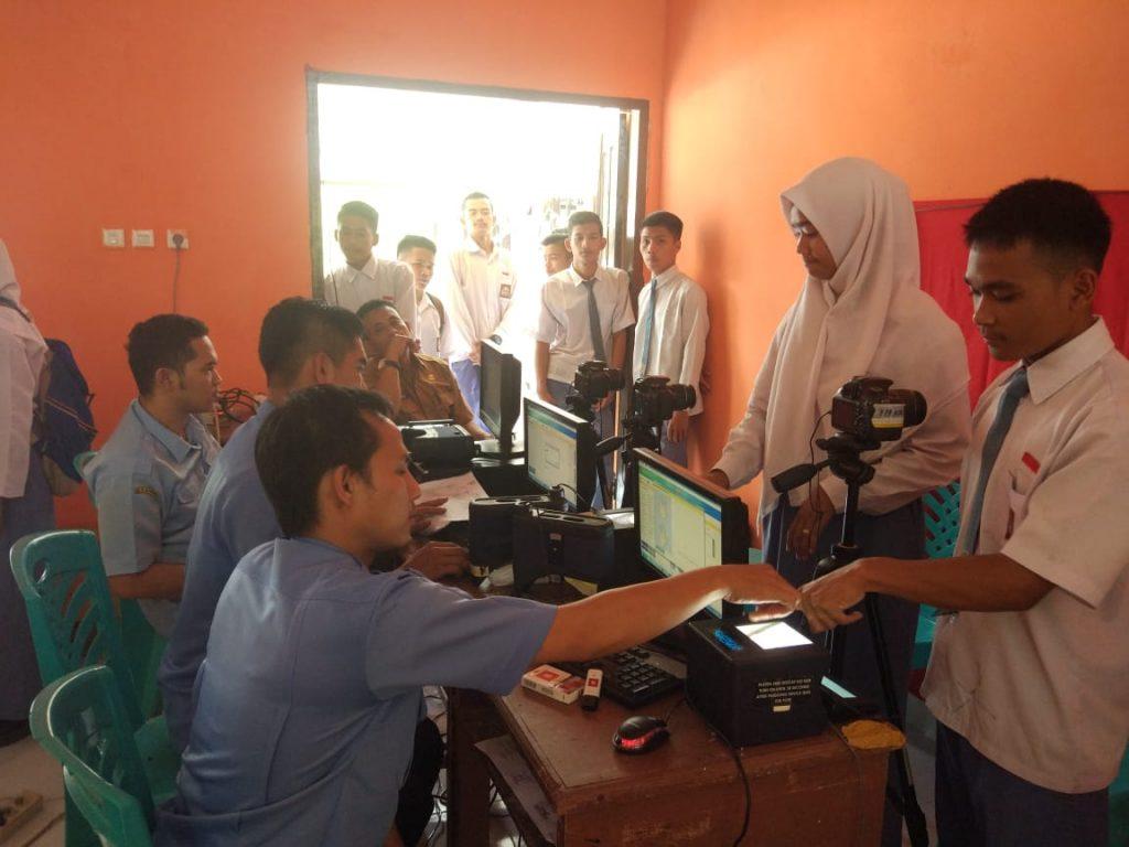 Perekaman KTP – el di SMA1 Kampar Kiri