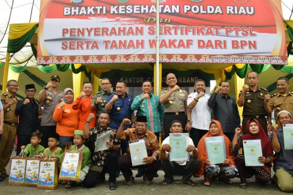 Bakti Kesehatan dan Penyerahan Sertifikat PTSL (Pendaftaran Tanah Sistematis Lengkap) Serta Tanah Wakaf
