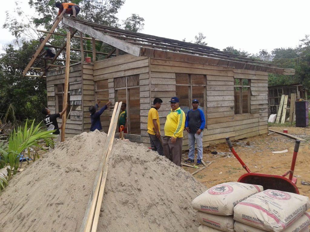 Camat Pangkalan Lesung Adakan Bedah Rumah,Sugiyono Bersyukur Tiada Terhingga