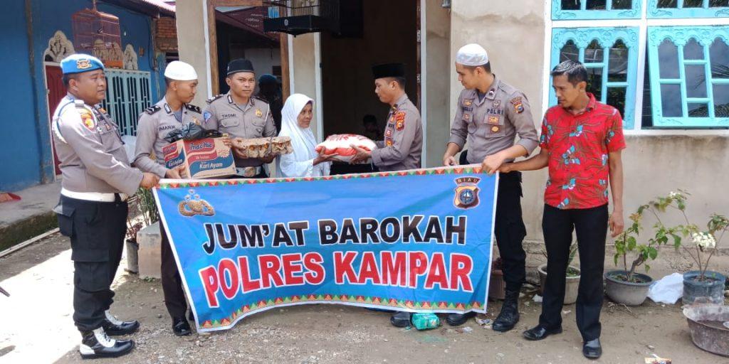 Jumat Barokah Polres Kampar, Bantu 2 Warga Kurang Mampu di Kelurahan Langgini