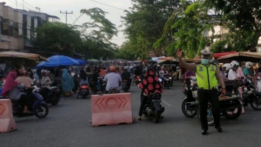 Cegah Kemacetan dilokasi Pasar Ramadhan, Satlantas dan Dishub Kampar Lakukan Pengaturan