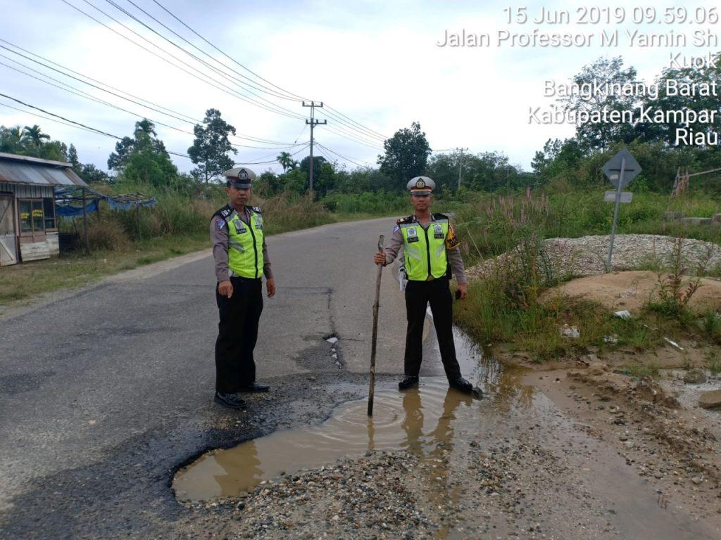 Kasat Lantas Polres Kampar Lakukan Survei Jalan Rusak di Wilayah Hukum Polres Kampar