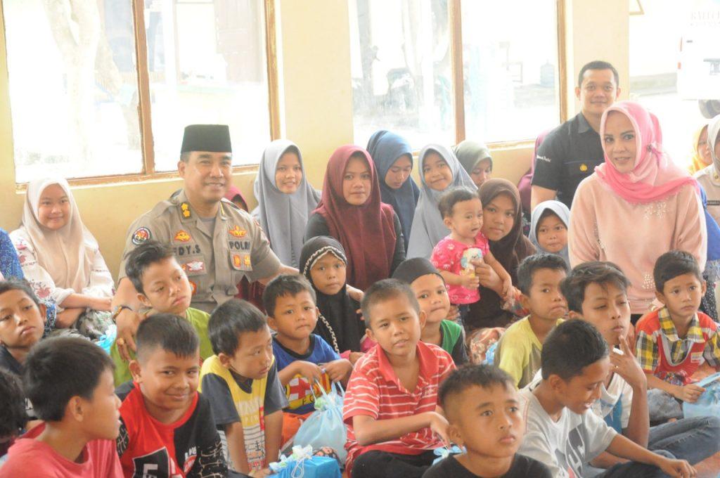 Senyuman Kegembiraan Anak Panti Menyambut Kedatangan Tim Jum'at Barokah Polda Banten