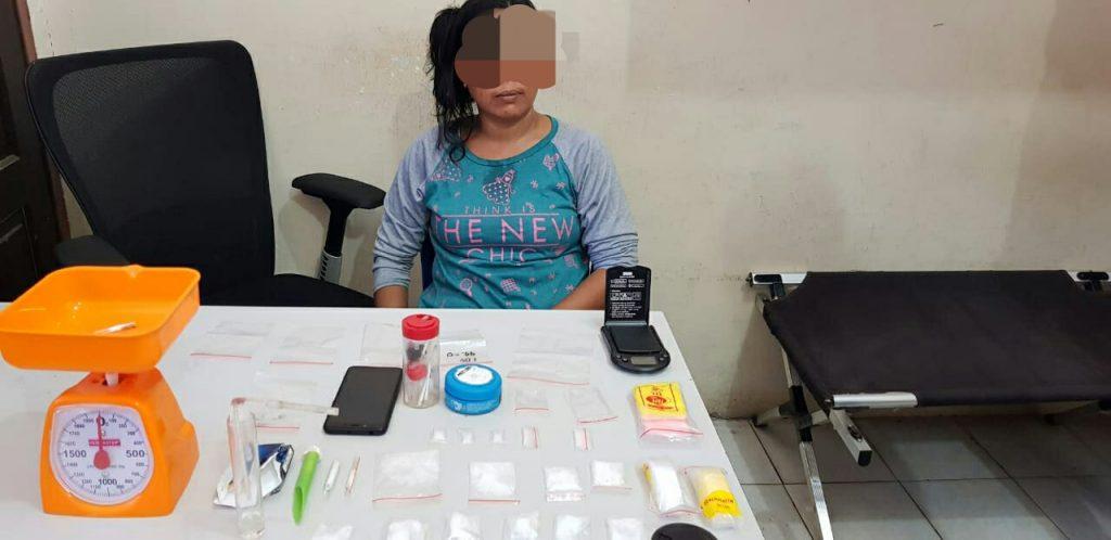 Seorang Wanita Bandar Shabu Asal Kota Pekanbaru Diringkus Resnarkoba Polres Kampar