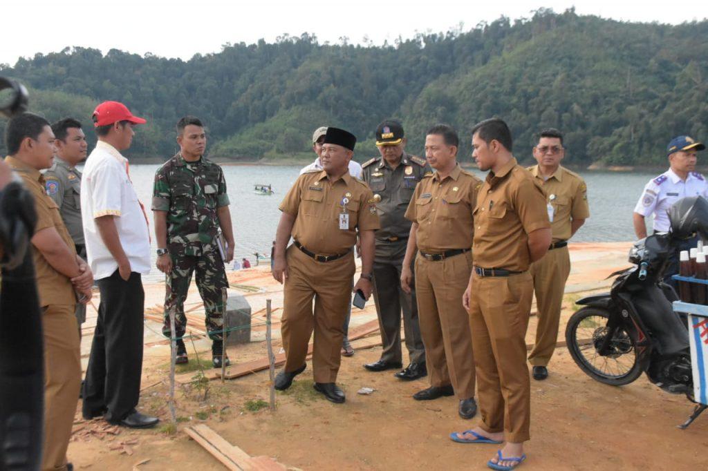 Plh Bupati Kampar Dan Ketua Podsi Mengunjungi Persiapan Menjelang Gelaran Kampar International Dragon Boat