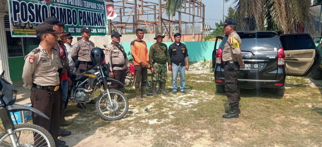 Kapolsek Tambang Koordinir Pemadaman Karlahut di Wilayah Rimbo Panjang