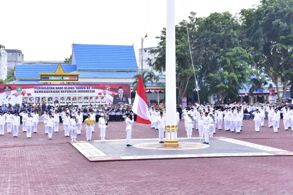 Penurunan Bendera Merah Putih Berjalan Sukses