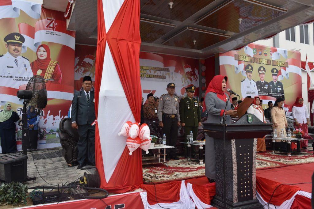 Upacara Peringatan HUT RI Ke – 74  Di kecamatan Bukit Batu: Febriza Luwu Membacakan Teks Proklamasi Kemerdekaan Indonesia