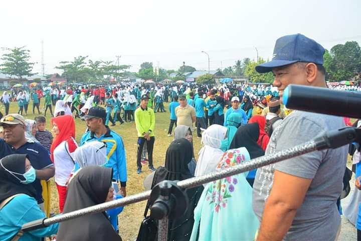 Ribuan Siswa dan Masyarakat Ikuti Gerak Jalan sehat di Kampa