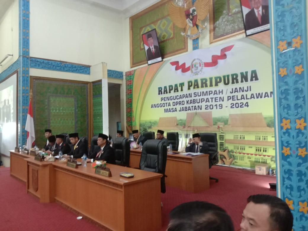 Pengucapan Sumpah/Janji  Anggota DPRD Kabupaten Pelalawan Disambut Aksi Damai Oleh Adik Adik Mahasiswa