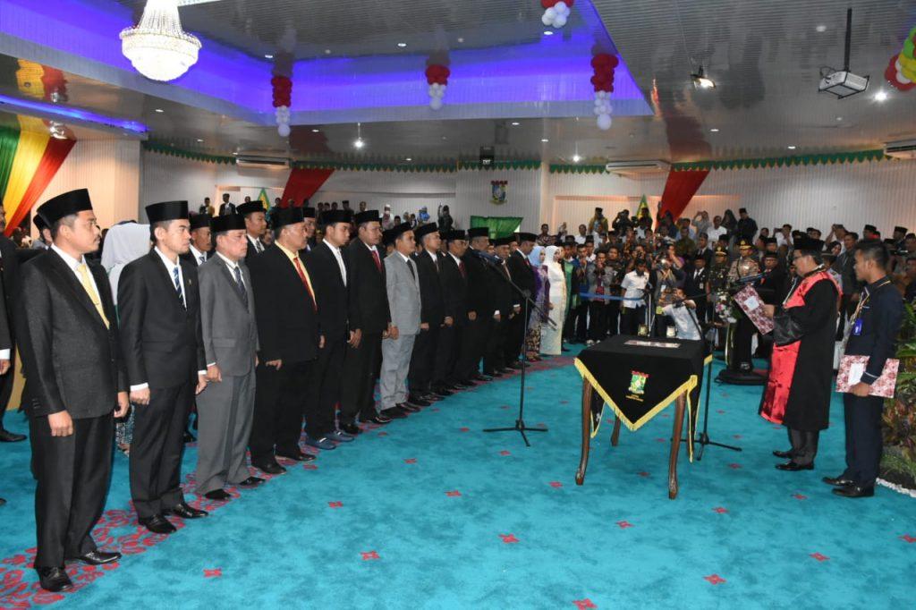Pasca Tunaikan Ibadah Haji, Bupati Kampar Hadiri Pelantikan Anggota DPRD Kampar Periode 2019-2024