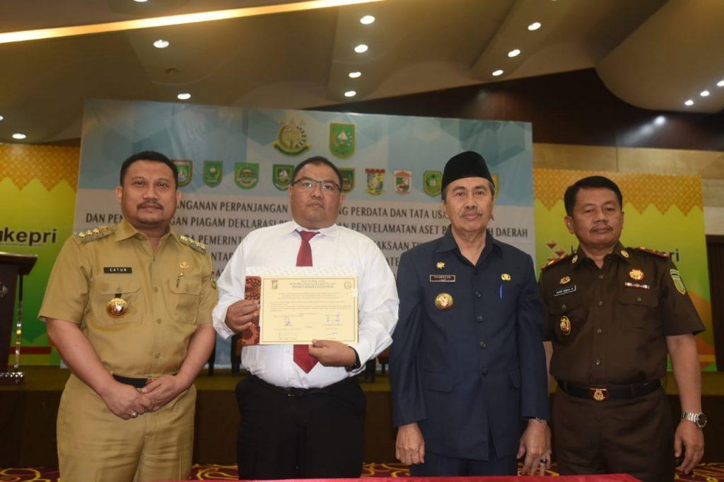Bupati Kampar Lakukan MoU Bersama Kejati Riau Bidang Perdata dan Tata Usaha Negara