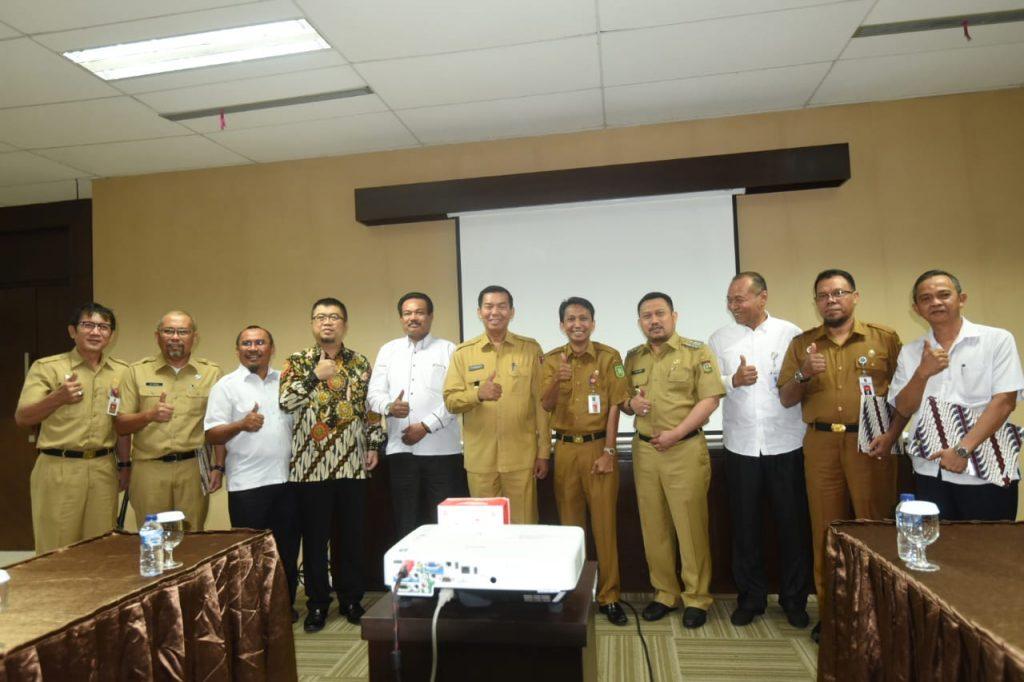 Bupati Kampar Terima SK Penetapan Pemenang SPAM 1000 Liter Per Detik