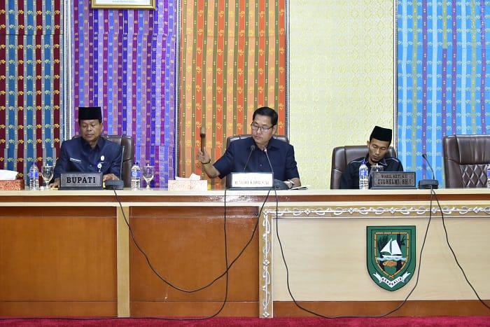 Rapat Paripurna Penyampaian Laporan Hasil Kerja Panitia Khusus (Pansus) tentang Lima Ranperda,di Ruang Rapat Paripurna Kantor DPRD Bengkalis