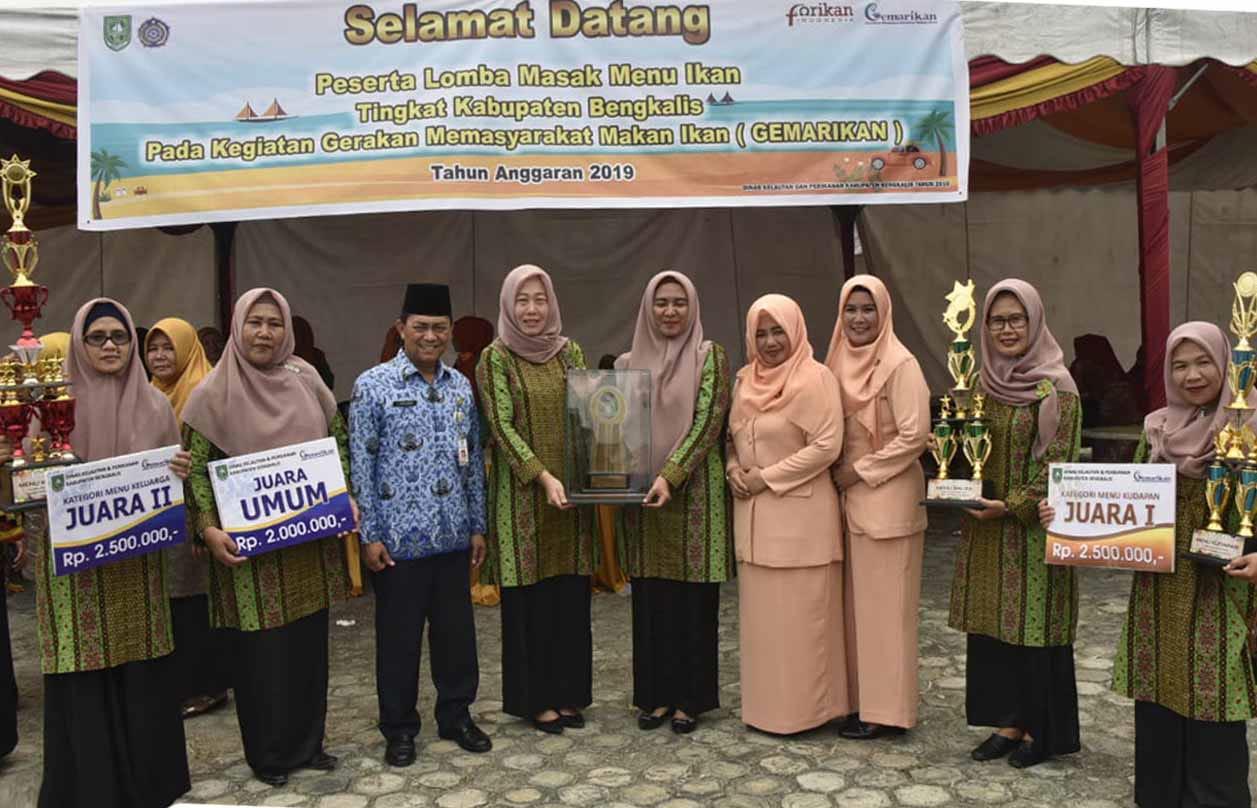 Pemenang Lomba Masak Menu Ikan Tingkat Kabupaten Bengkalis, di Halaman Kantor DKP Kabupaten Bengkalis