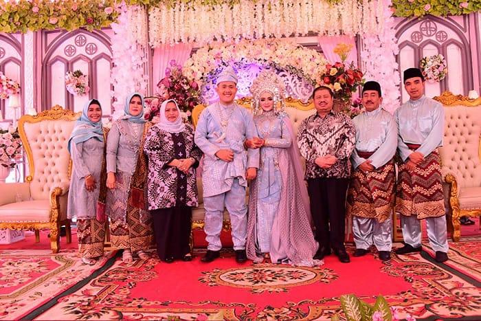 Bupati Bengkalis Hadiri Resepsi Pernikahan Putra H. T Zainuddin