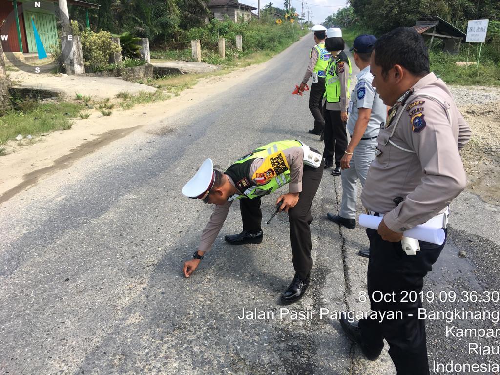 Elakkan Jalan Berlubang, 2 Motor Tabrakan di KM 4 Desa Silam, 1 Tewas di TKP dan 2 Luka Berat