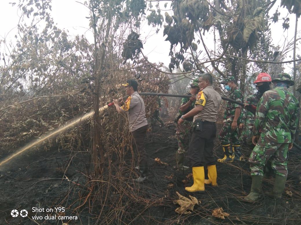 Kapolres Kampar Bersama Dandim Lakukan Pengecekan Lokasi Karhutla di Desa Rimbo Panjang