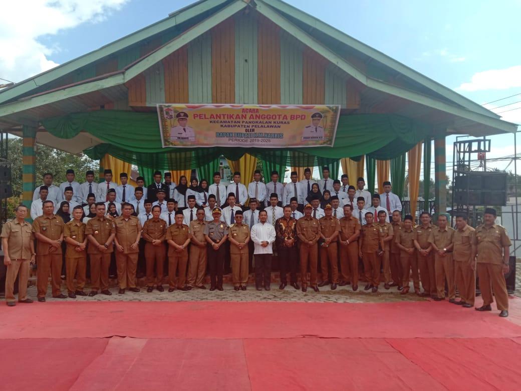 Bupati Pelalawan Lantik Ketua BPD Sekecamatan Pangkalan Kuras