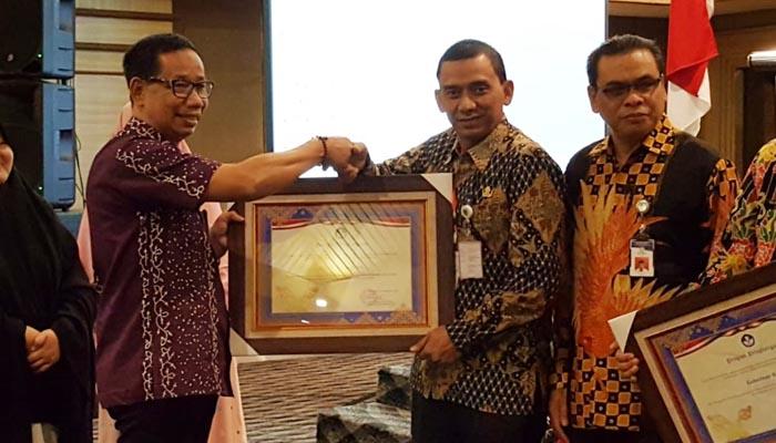 Rohul dapat Penghargaan dari Balai Bahasa Riau,Gunakan Bahasa Negara di Ruang Publik