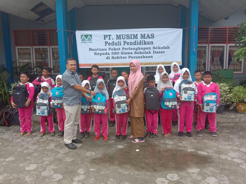 PT Musim Mas Peduli Pendidikan,380 Siswa Berprestasi Mendapat Bantuan