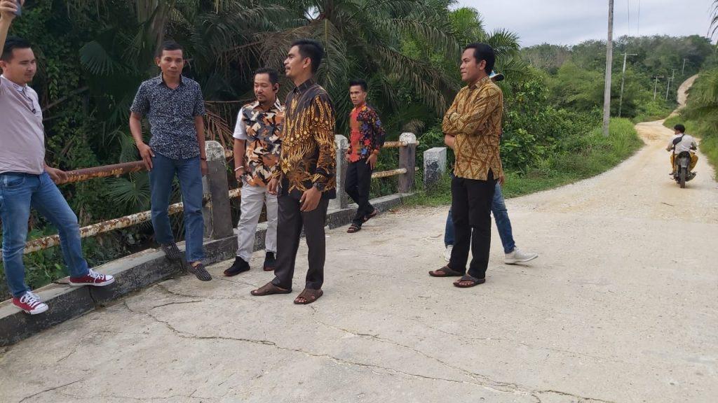 Miris,Ketua DPRD Pelalawan Disambut Diatas Jembatan Yang Nyaris Roboh