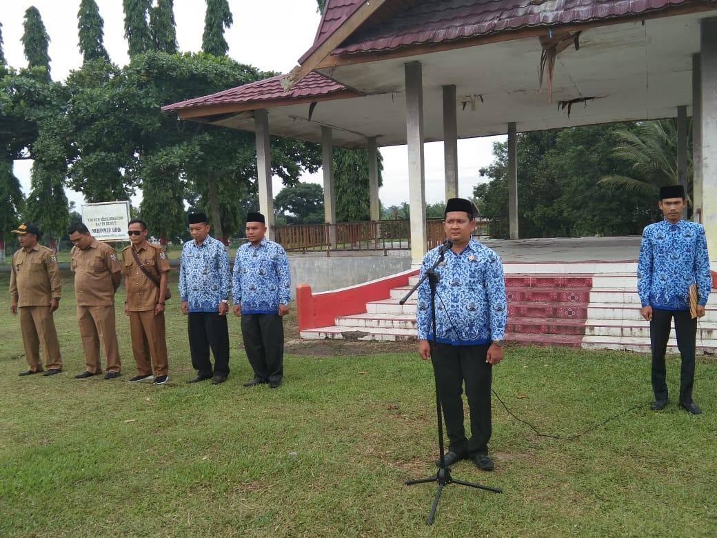 Sekretaris Camat Bandar Petalangan Pimpin Upacara Hari Kesadaran Nasional Di Kecamatan Bandar Petalangan