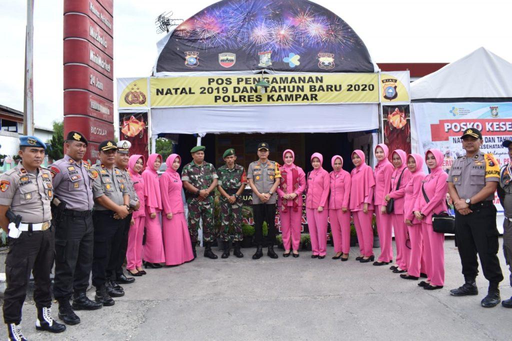 Kunjungi Pospam Ops Lilin di Pandau Jaya, Bhayangkari Kampar Berikan Bingkisan Untuk Petugas
