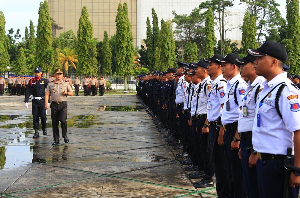 Kapolda Riau Pimpin Upacara HUT Satpam Ke 39