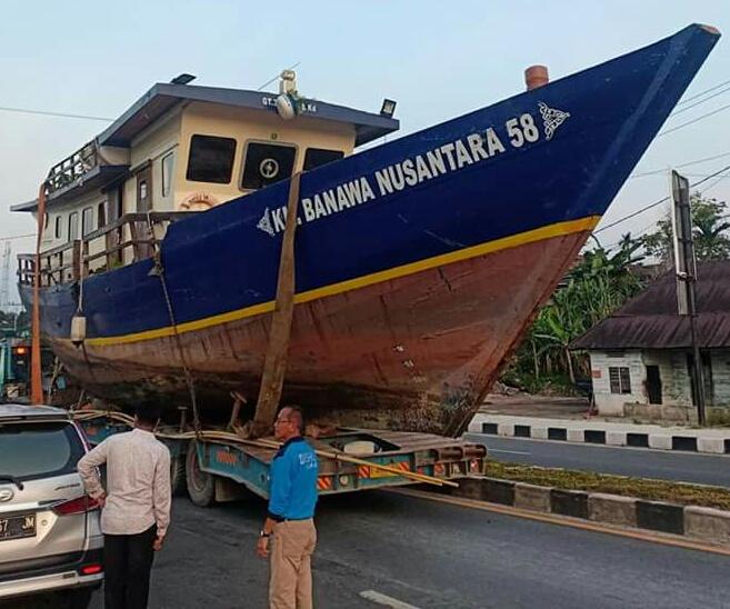 Kapal Banawa Dievakuasi Ke Danau PLTA Koto Panjang