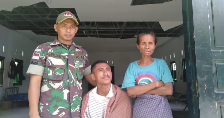 Kepedulian TNI Kepada Masyarakat, Satgas Pamtas RI-RDTL Yonif 132/BS, Menyunat Warga Perbatasan