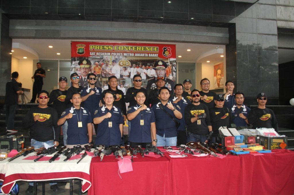 Polres Metro Jakarta Barat Berhasil Ungkap Puluhan Senjata Api Ilegal