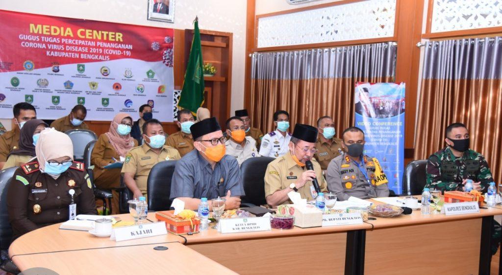 Ketua DPRD Bengkalis H. Khairul Umum Menghadiri Video Conference di Ruang Rapat Kantor Bupati Bengkalis