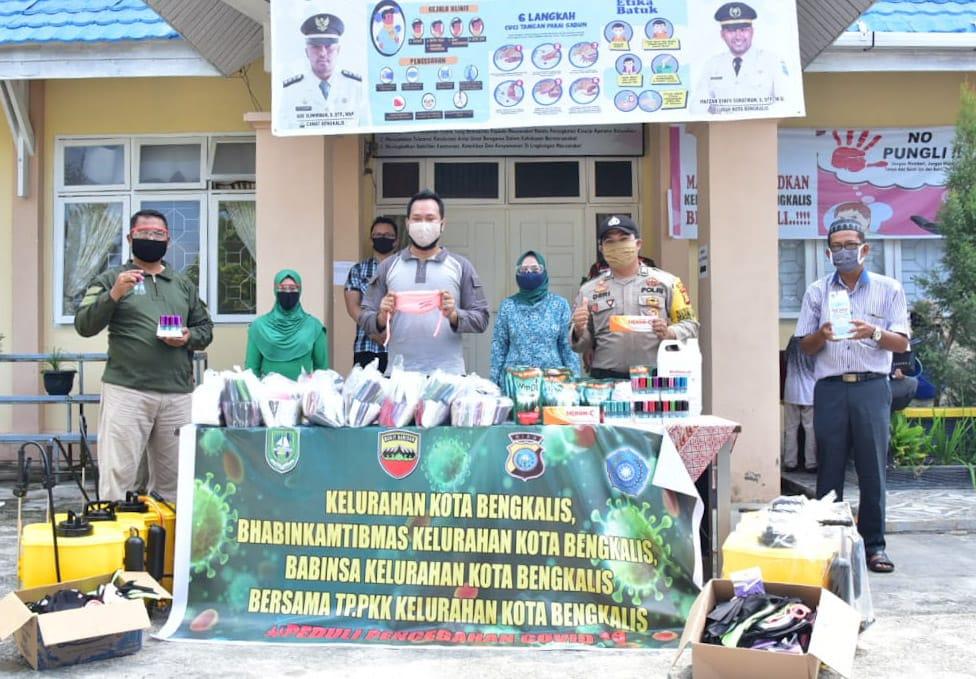 Kelurahan Kota Bengkalis Bagikan 1.500 Masker Kain dan 200 Botol Hand Sanitizer