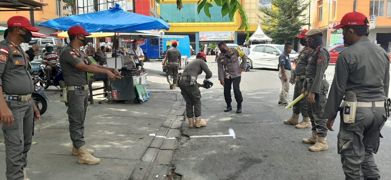 Petugas Gabungan di Kampar Buat Rekayasa, Untuk Cegah Penyebaran Covid-19 di Pasar Ramadhan
