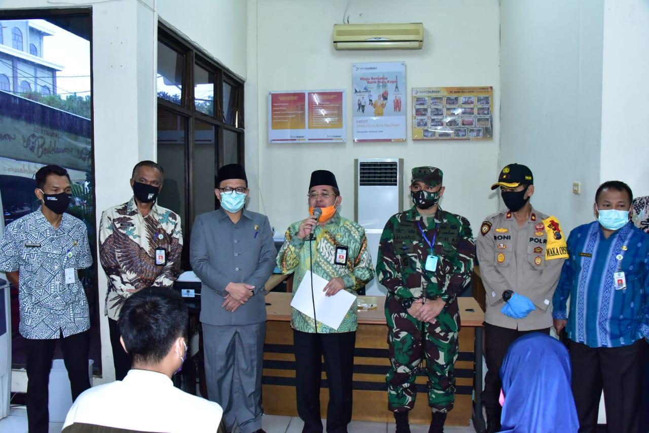 Pemkab Bengkalis Salurkan Bansos Tunai Masyarakat Kelurahan Dampak Covid-19