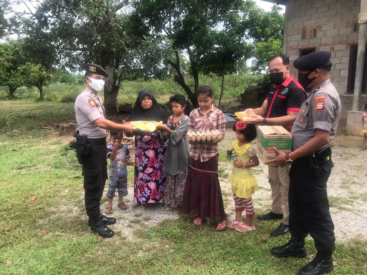 Polres Kampar dan Jajarannya Terus Upayakan Bantu Bahan Pangan Bagi Warga Terdampak Covid-19