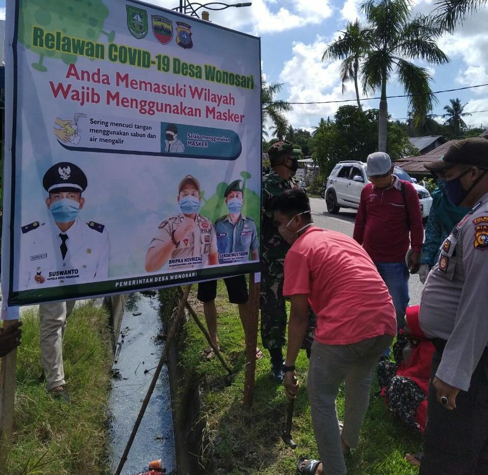 Dalam Rangka Mencegah Penyebaran Covid – 19,Kepala Desa Wonosari  Sosialisasikan Wajib Menggunakan Masker