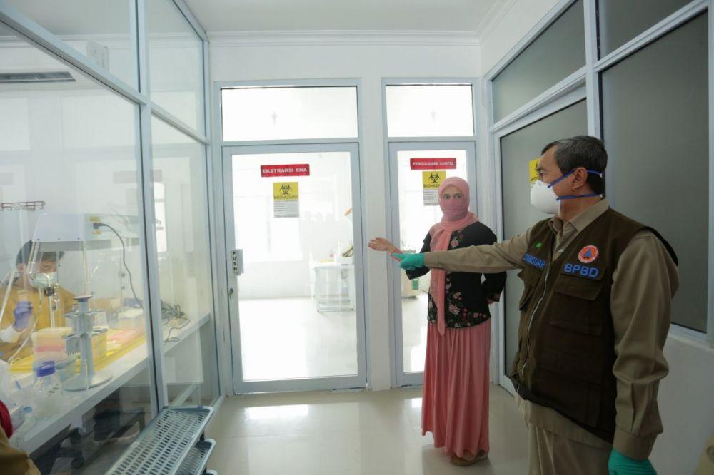 Gubri Tinjau Laboratorium Biomolekuler RSUD AA