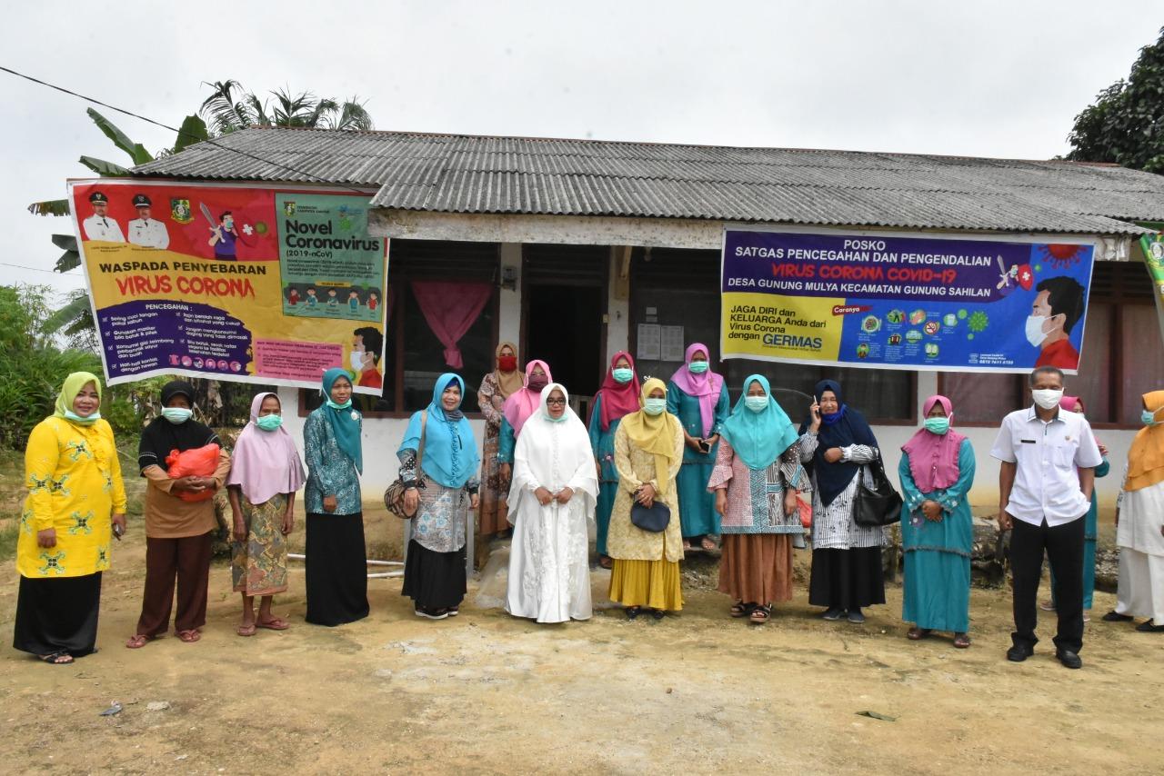 Ketua BKMT Sosialisasi Bahaya Covid-19 Dan Serahkan Peralatan Sholat Jenazah, Sembako  di Kecamatan Gunung Sahilan