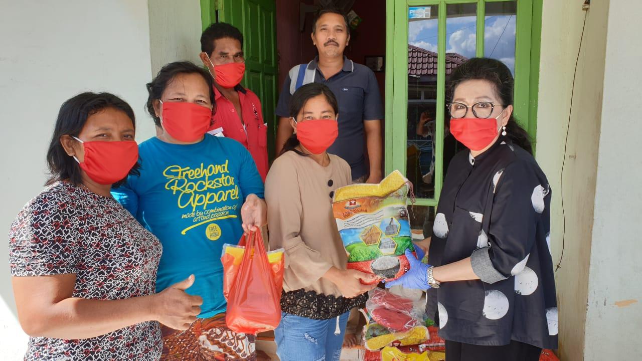 Soni Wati Cegah Dampak Covid-19 dengan Berbagi Sembako dan Ribuan Masker
