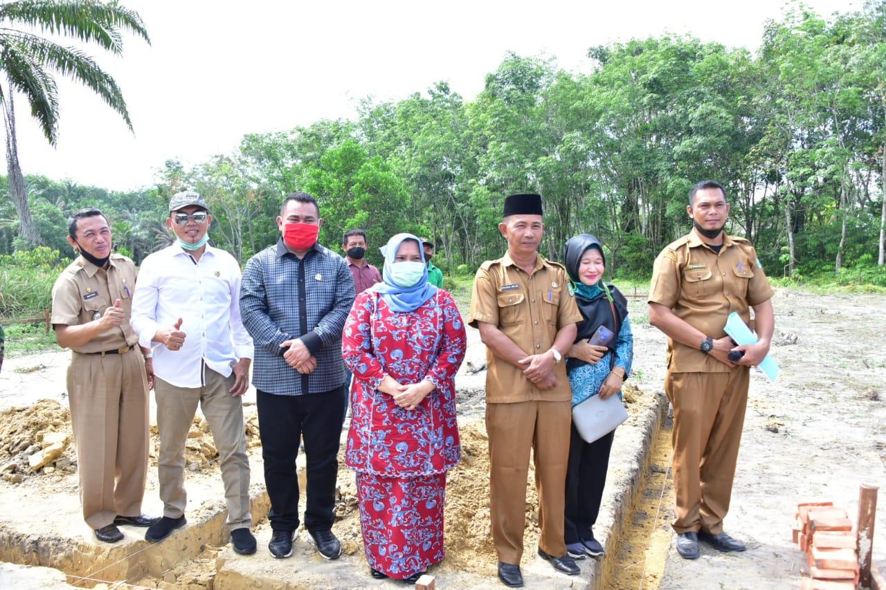 Plh Bupati Bengkalis Letak Batu Pertama Pembangunan SMA Negeri 11 Kecamatan Bathin Solapan