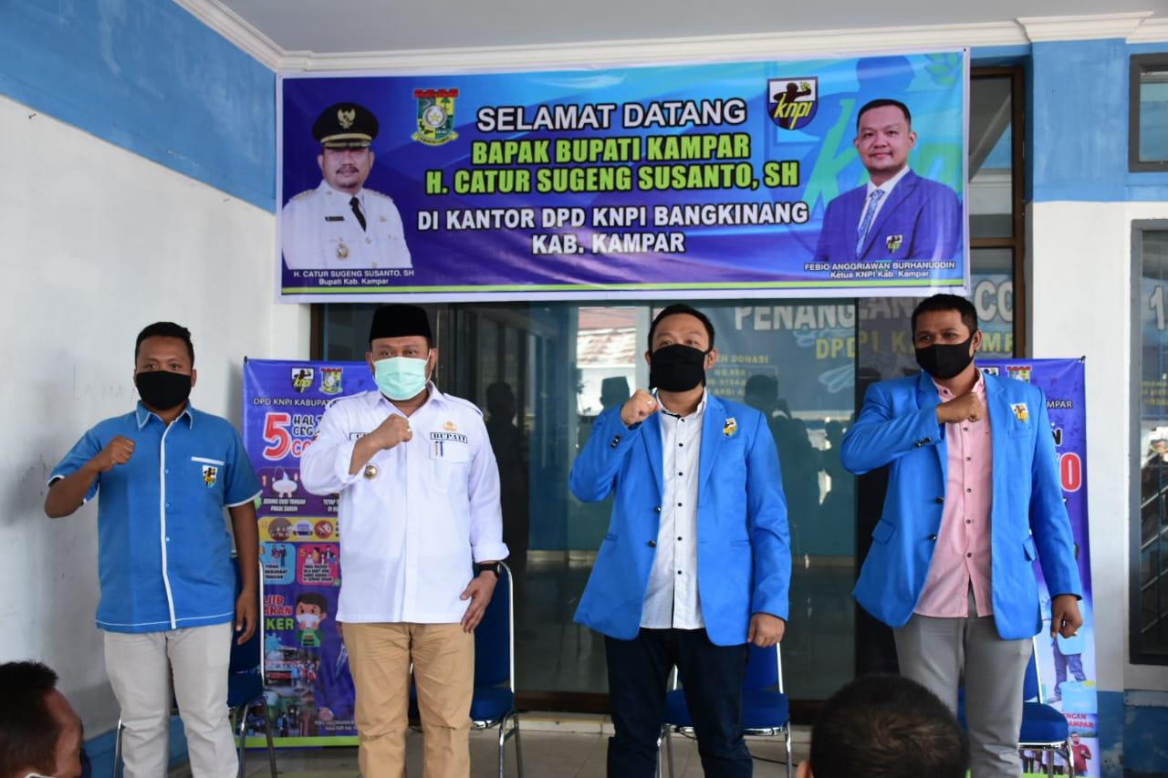 Partisipasi Kepedulian KNPI Kampar Membantu Masyarakat Terdampak Covid-19 Diapresiasi Bupati