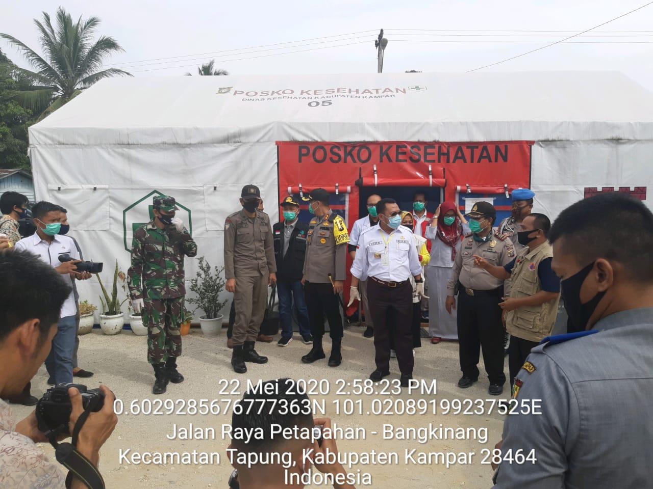 Bupati Kampar bersama Kapolres Kunjungi Pos Check Point Covid-19 di Simpang Petapahan Tapung