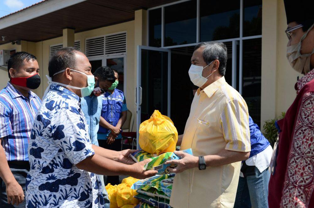 Pemprov Riau Berikan 45 Sembako ke Masyarakat